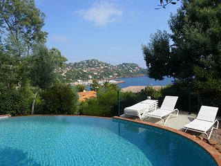 House with original character, splendid sea view, pool, pet allowed