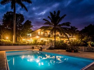 Wild Orchid - Ideal for Couples and Families, Beautiful Pool and Beach