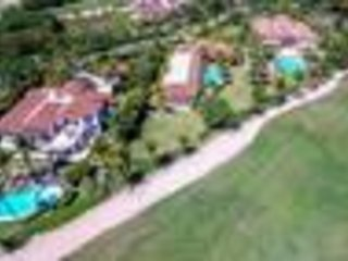 Arrecife Estate, 4 min to Beach! Professionally Managed/Staffed, Spa, Gym
