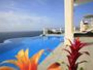 Cayman Villa - Ideal for Couples and Families, Beautiful Pool and Beach