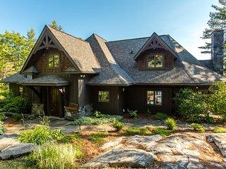 Beautiful newly built timberframe cottage on Portage Lake