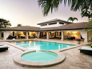 Spacious Villa Great for Families, Large Pool & Jacuzzi, Staff incl.. Cook, AC
