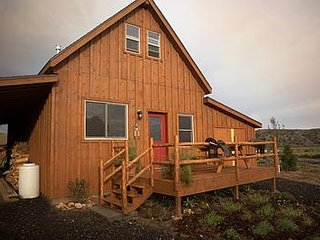 Beautiful 1 BR 'Barn' Cabin - Perfect for Small Families