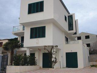 5 bedroom Villa in Kastel Novi, Splitsko-Dalmatinska Zupanija, Croatia : ref 557