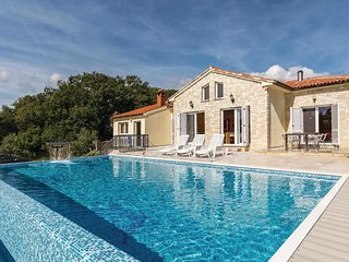 6 bedroom Villa in Medulin, Istria, Croatia : ref 5576695