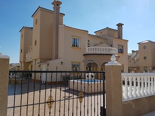 3 bed 2 bath quad villa in Lomas de Cabo Roig