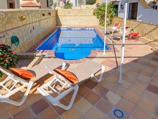 Villa c/piscina, vista y cerca de playa!Ref.232677
