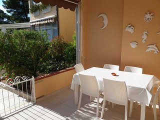 Quiet  holiday House  just 3 min.walking distance form the White beaches