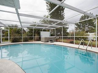 Bonita Springs Villa with heated pool -  only 3 minute drive to beach !