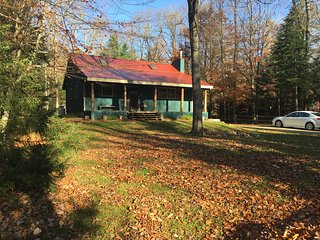 Beautiful ADK home close to Moose River and Trails. Walk to town.