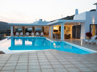 Villa Alexanthia, Staffed villa, Lia beach