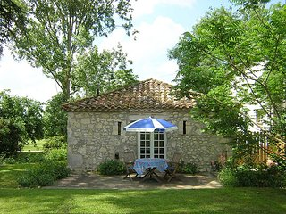 Las Cabanes, SW France. 7 bedrooms sleeps 15+babies. Child friendly +heated pool