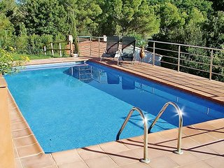 CB347 - Spacious new villa with pool just minutes from the beach