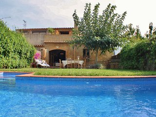 CB253 - Elegant town house with private pool in the heart of Begur