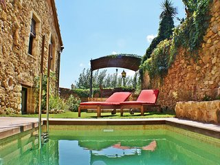 Holiday town house with free wifi and private pool in Pals center, Costa Brava –