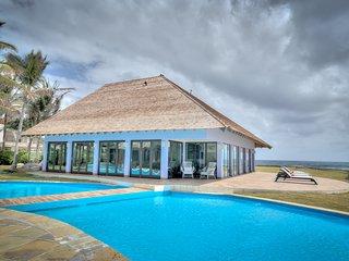 Increible Beachfront Beauty 7 Bedrooms