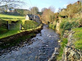 Riverside cottage in the heart of the Llanrhaeadr YM Mochnant village