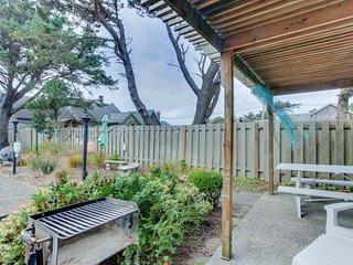 Charming, dog-friendly cabana with serene ocean views & easy beach access