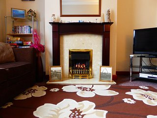Whitby Seagulls Landing is 2 bedroom Victorian terrace sleeps 5 ,  pet free
