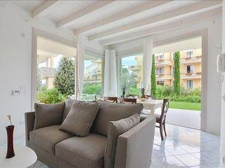 Spacious duplex apt with terrace