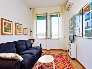 Bright 1bdr apt close to the metro