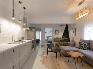 Scandi Chic Apartment, Agia Sofia District