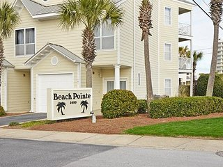 Renovated Pet Friendly Home Close to the Beach! ~Free Golf~