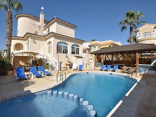 Costa Blanca South - 6 Bed Villa / Pool / Pool Table / Wi-Fi / Near Villamartin
