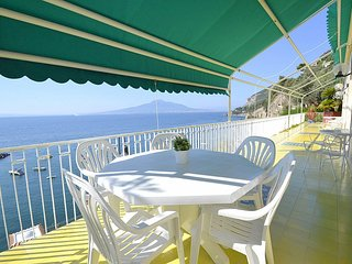 Vico Equense Villa Sleeps 5 with WiFi - 5229158