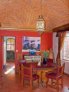 Dining Room with boveda ceiling
