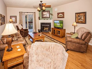 Upgraded 2 BR on River • Downtown • 2 Leather Recliners