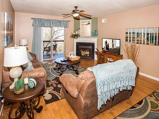 Remodeled Riverside Condo/Downtown Pigeon Forge - Free Dollywood Tickets