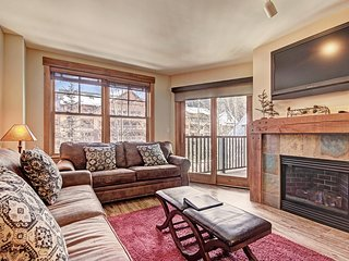 Oversized 2 Bedroom in the Springs at River Run! 1 Minute to the Slopes!