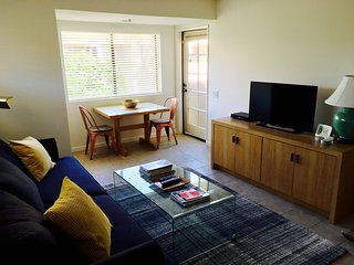 Modern & Chic Palm Springs Downtown Condo