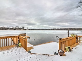 NEW! 3BR Home w/Dock & Pontoon on Great Bear Lake!