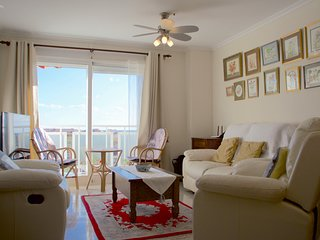 Cozy apartment with sea view, free wifi, good location. 10 min to the sea