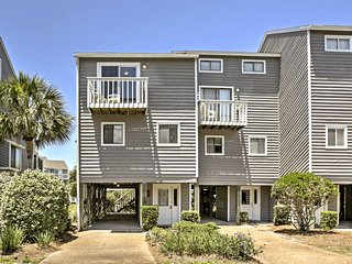 Townhome w/Discounted Rates, Screened Porch & Pool