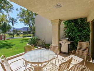 Cozy condo w/ shared pool & hot tub - great location by golfing & Coachella