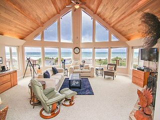 Panoramic Roads End Ocean Views, Deluxe Bedrooms & Pet Friendly