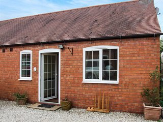 4 SHIRLEY FARM, countryside views, barbecue, Coventry, Ref 936330