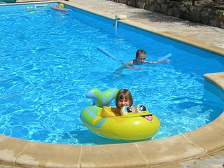 Las Cabanes, SW France. 7 bedrooms sleeps 15+babies. Child friendly +heated pool