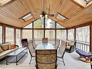Quaint 4BR Cottage on Wooded Acreage—Near Beaches, Ponds & Town Center