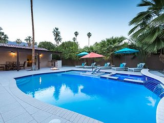 Gated Las Palmas 4BR w/Heated Pool, Hot Tub, 2 Fire Pits & Mountain Views