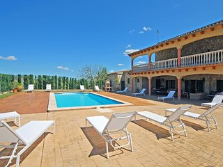 GRAU 24 - Country house with swimming pool for 24 people