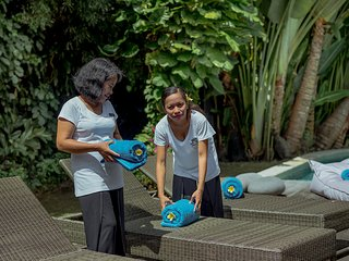 Pool towels, household linen, bath towels are provided and changed regularly during your stay.