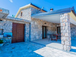Holiday house near Makarska VRALEN