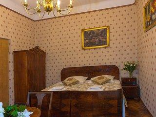 Antique Style Apartment M13