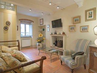 2 bedroom Apartment in Cortona, Tuscany, Italy : ref 5576993