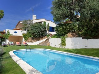3 bedroom Villa with Pool and Walk to Beach & Shops - 5574643