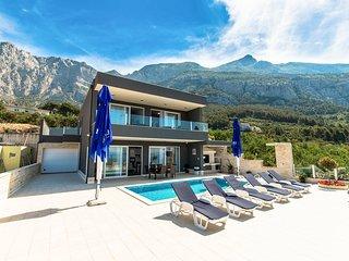 4 bedroom Villa in Makarska, Splitsko-Dalmatinska Županija, Croatia : ref 557704